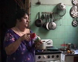 Maria på kjøkkenet.